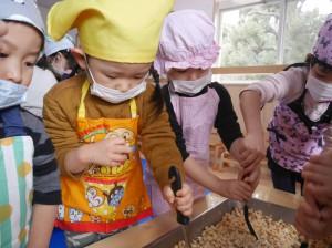 2.21 味噌作り (18)